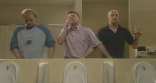 Muška solidarnost - toaletni humor