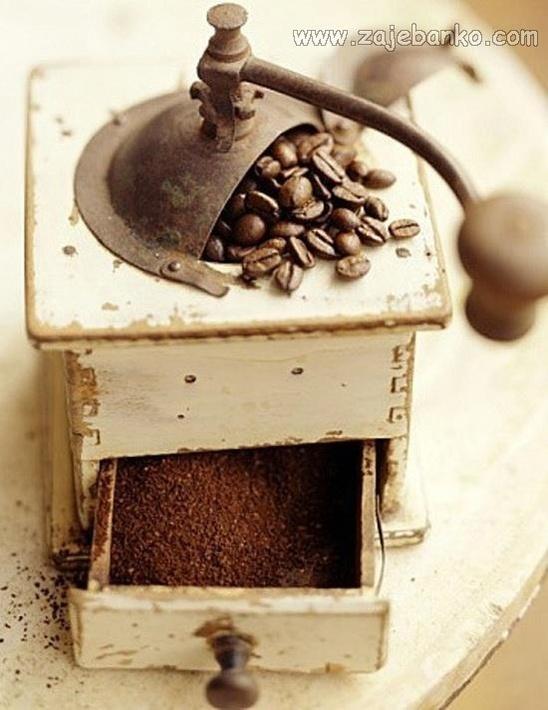 Opojan i zavoljiv miris friško mljevene kave