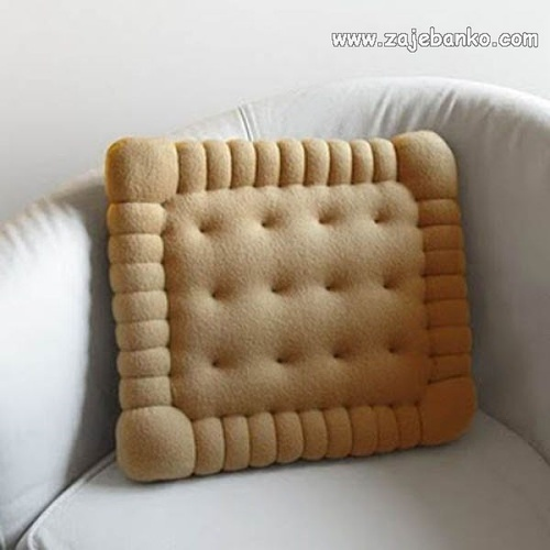 Kreativni predmeti: jastučić u obliku petit beurre keksa