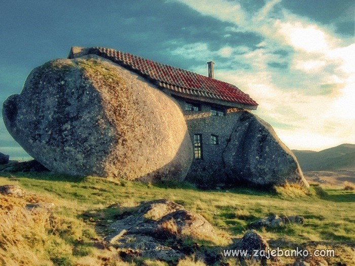 Neobične kuće u kojima žive ljudi - Stone House