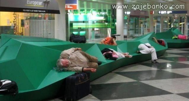 Zaspali u očekivanju zrakoplova