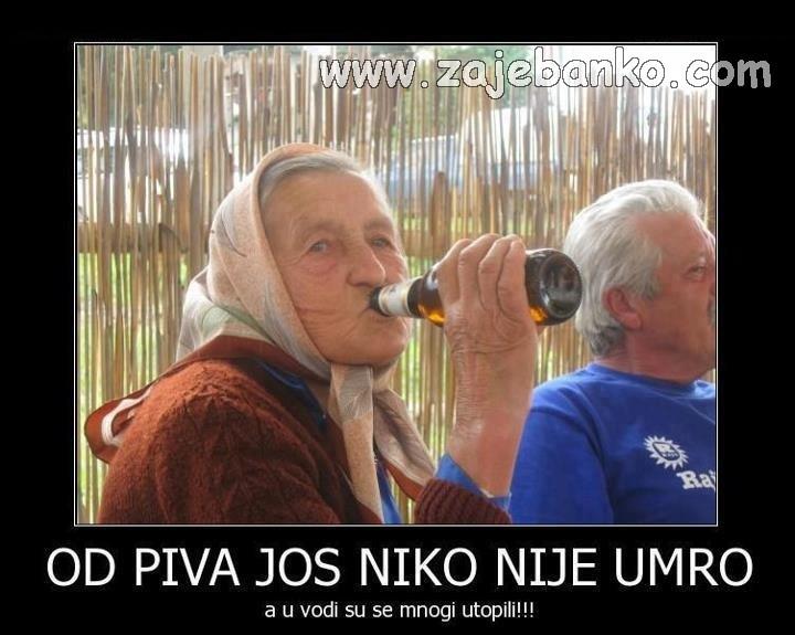Pijani ljudi smiješne slike - Baka cuga pivo