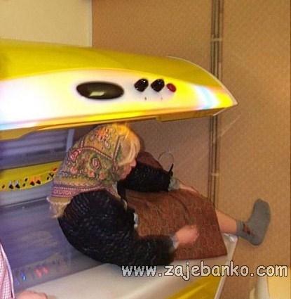 Pijanice smiješne slike - pijana baba u solariju