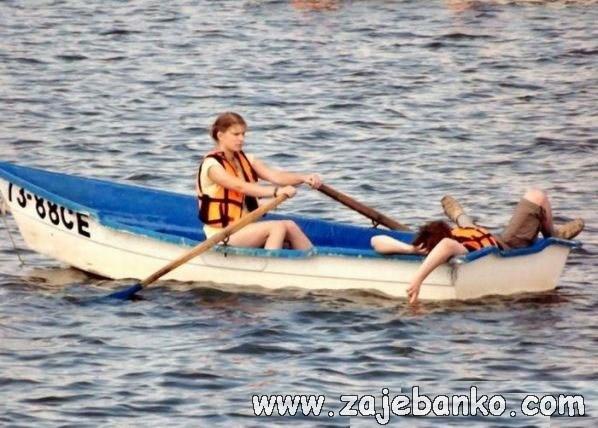 Smiješne slike idealne žene - žena vesla za svog muškarca