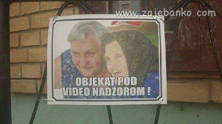 Lude stare babe humor - babe špijuniraju